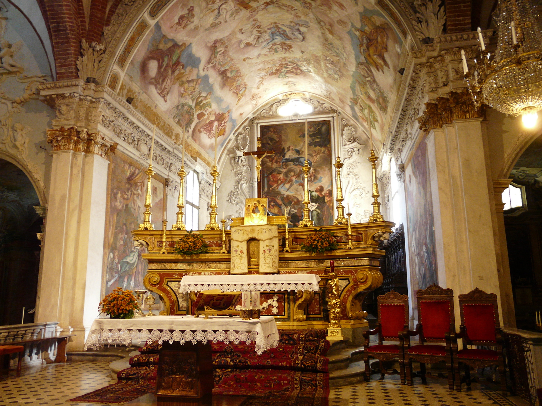 carmagnola-abbazia_santa_maria_di_casanova-altare_maggiore