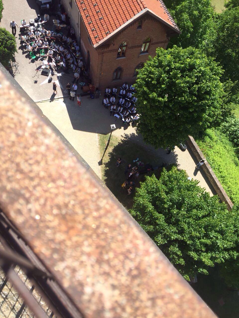 La nostra banda e quella di Mondovì dall'alto della torre del Belvedere